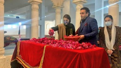 Photo of Mohtarma Maryam Nawaz pays respect to Shaheed Benazir Bhutto on the day after her 13th barsi