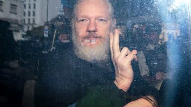 Photo of Julian Assange's extradition to the US rejected by UK court