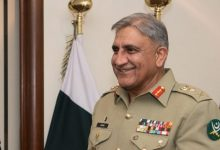 Photo of Gen Bajwa destroys VIP culture by waiting in line for omelette at Islamabad Club