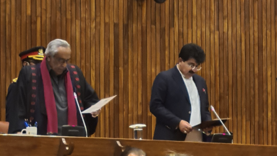 Photo of Sadiq Sanjrani takes oath as Senate Chairman after defeating Yousaf Raza Gilani