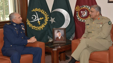 Photo of COAS Gen Bajwa thanks Air Chief Mujahid Anwar Khan for his services for nation
