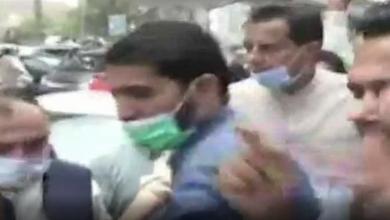 Photo of Man throws eggs at PML-N's Capt (r) Safdar in Peshawar