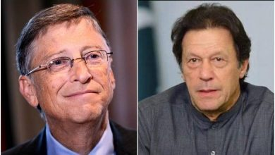 Photo of PM Imran discusses anti-polio drive, COVID-19 with Bill Gates on phone