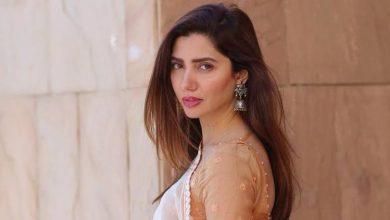 Photo of Actress Mahira Khan requests PM Imran to get domestic violence bill passed
